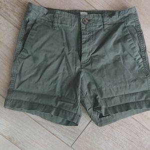 GAP olive green shorts 00 like new
